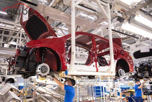 Выпуск легковых авто в России упал почти на треть