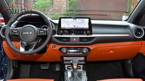 Kia обновила компактный седан Cerato