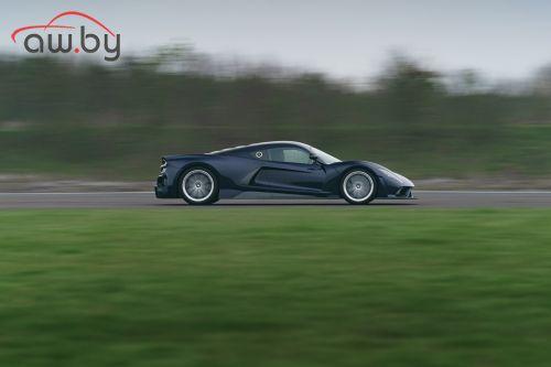 Быстрейшую машину в мире показали на видео